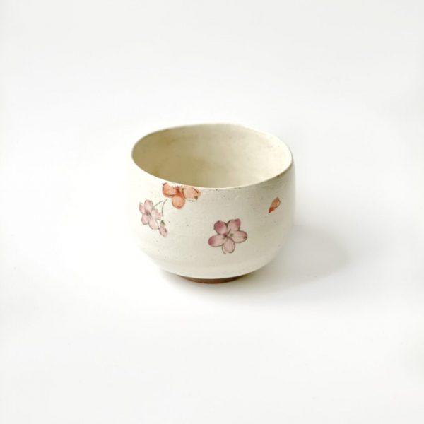 Chawan per preparazione del tè matcha dipinto a mano con fiori rosa