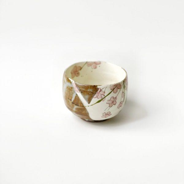 Chawan in porcellana per tè matcha dipinto a mano con fiori di ciliegio