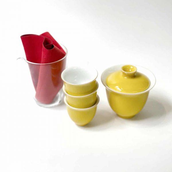 set di tazze gialle