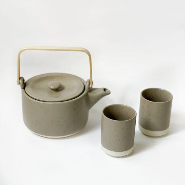 Set teiera e due tazze grigio