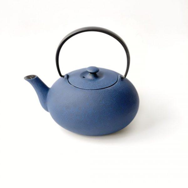 Teiera ovale giapponese in ghisa blu