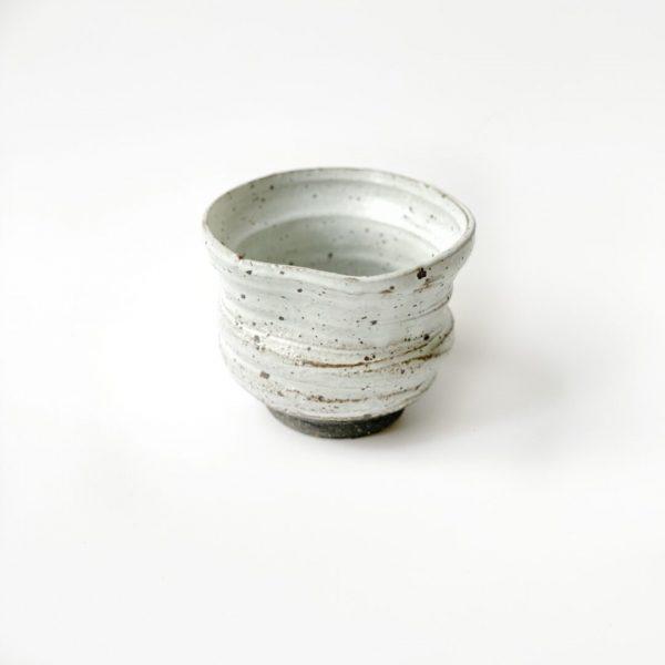 Tazza da tè yunomi in ceramica bianca realizzata a mano